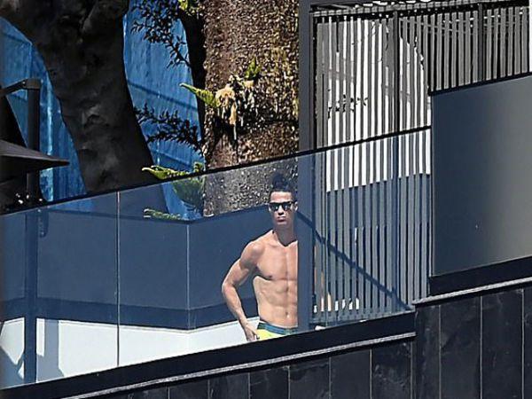 Tin bóng đá chiều 9/10: Biệt thự triệu đô của Ronaldo bị trộm đột nhập