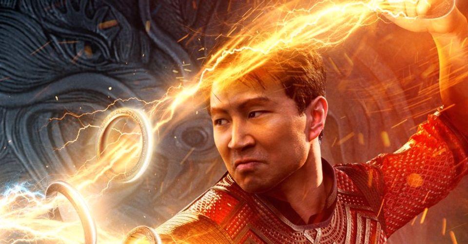 Shang-Chi thể hiện sức mạnh của mười chiếc nhẫn trong áp phích phim mới