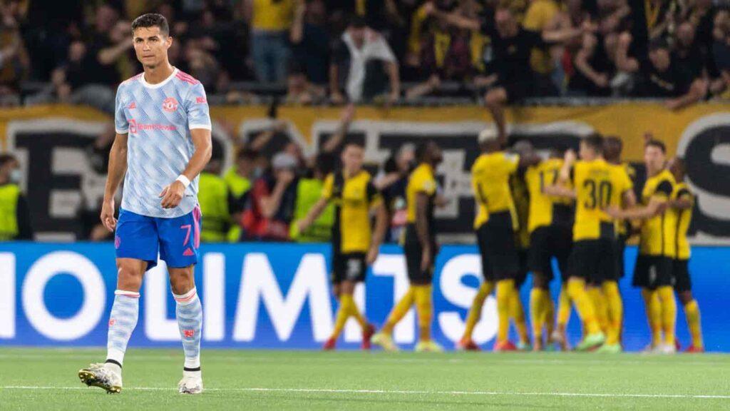 Cristiano Ronaldo bị rút khỏi sân ngay sau khi Young Boys gỡ hòa